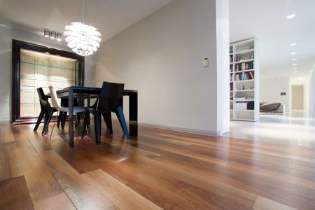 podłoga drewniana orzech włoski