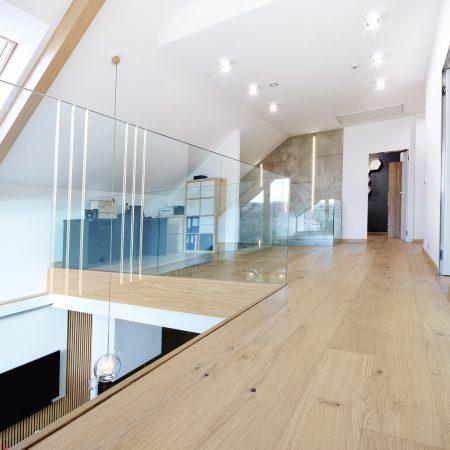 Panele drewniane - biała podłoga