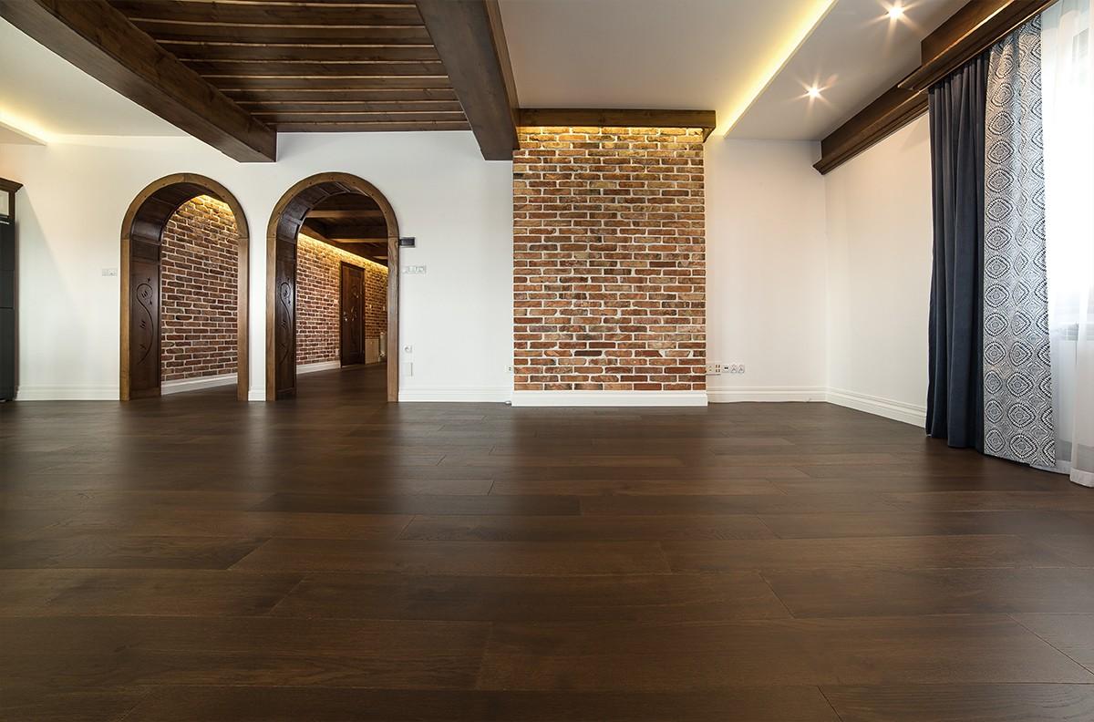 ciemna podłoga drewniana dąb toska venifloor