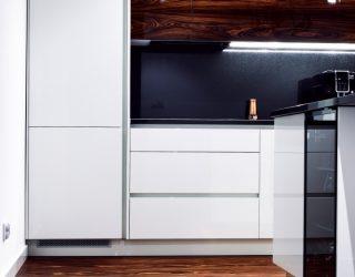 Palisander Santos Modyfikowany podłoga położona w nowoczesnej kuchni