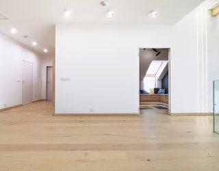 Dąb Pure podłoga Venifloor na piętrze z antresolą - realizacja